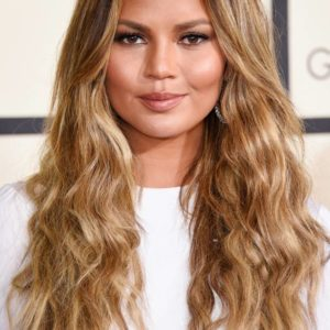 rs_634x1024-180220123943-634-Chrissy-Teigen-Grammy-Awards-2015.jl.022018
